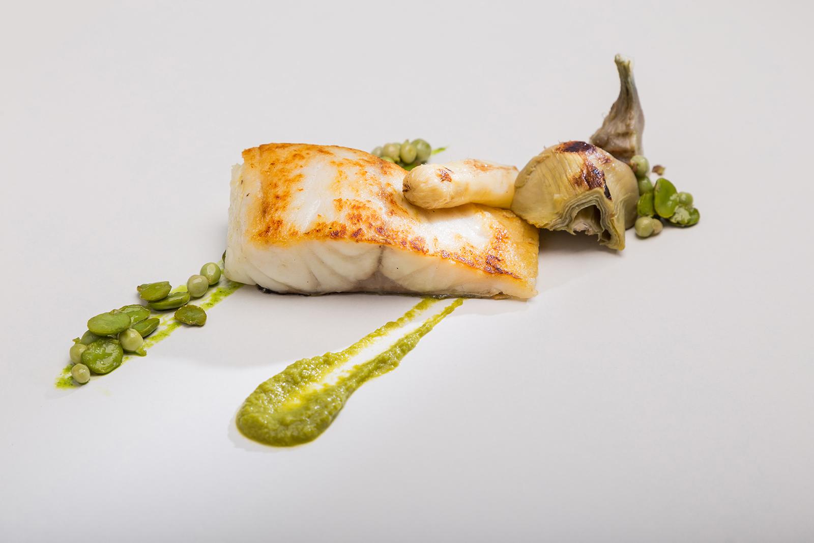 Lubina Salvaje al Horno con Crema de Guisantes y Verduras de Temporada, Hotel Jaizkibel de Hondarribia