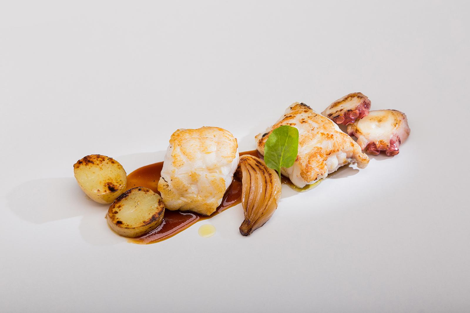 Rape asado con pulpo, cebolletas caramelizadas y salsa de carne, Restaurante Jaizkibel
