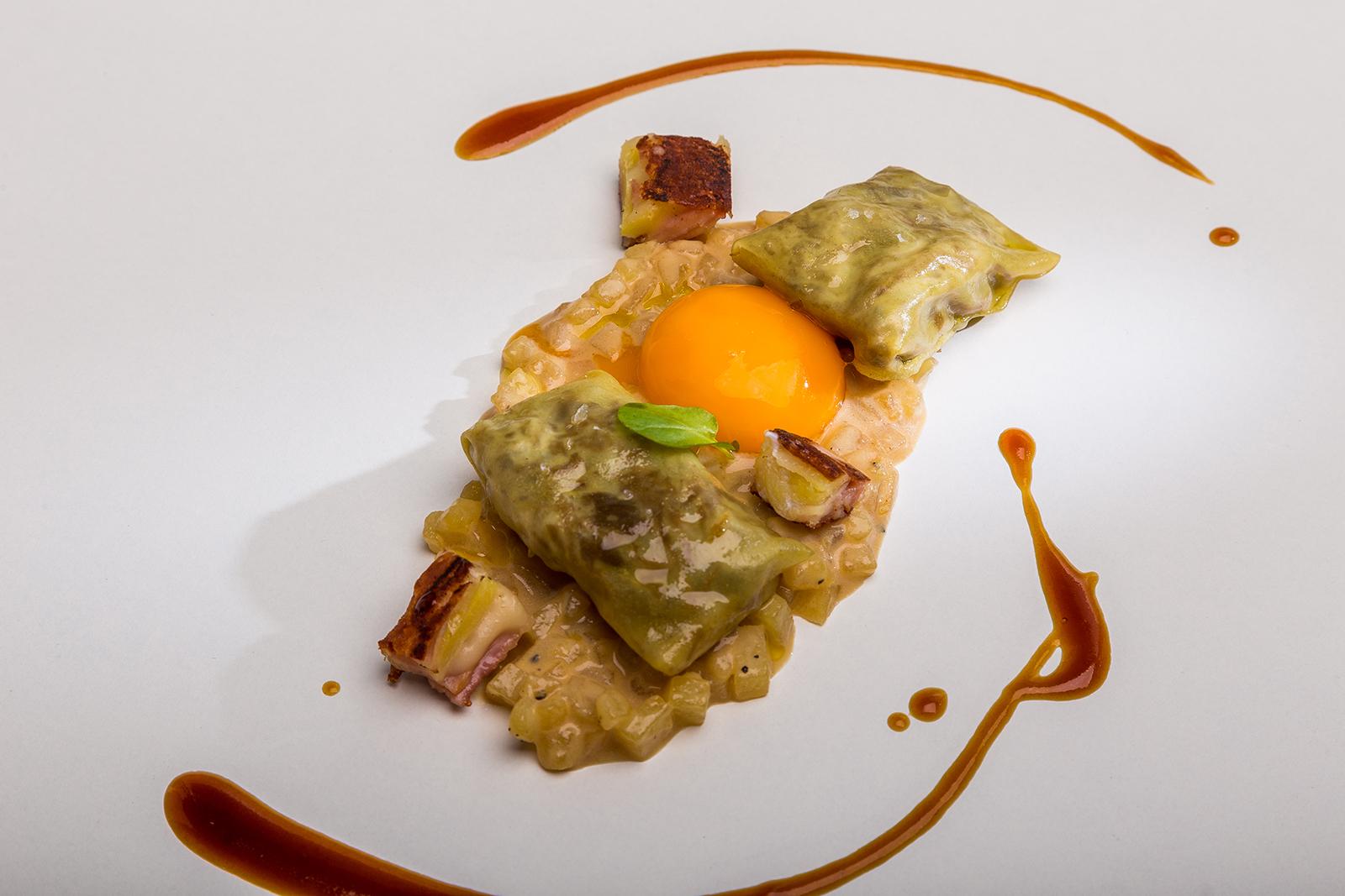 Ravioli de pato y hongos sobre falso risotto de patata y huevo a baja temperatura, Restaurante Jaizkibel